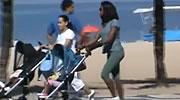 Passeio de Glória Maria com Laura e Maria usando carrinhos Zapp