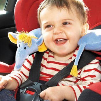 As cadeirinhas protegem as crianças contra freadas repentinas e acidentes no trânsito