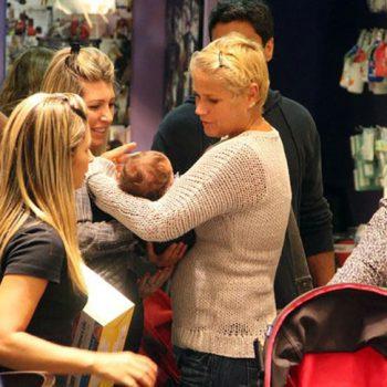 Xuxa e Juno fazem compras na BBtrends